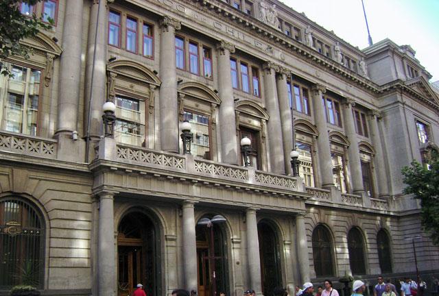Dynamobel amuebla las oficinas centrales del Banco de Chile.