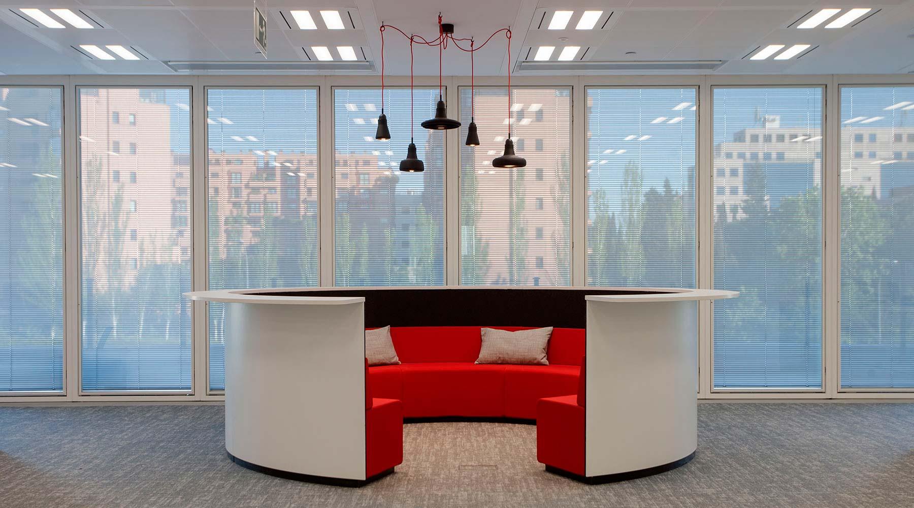 Conoce nuestros proyectos en amueblamiento de espacios for Oficinas axa madrid