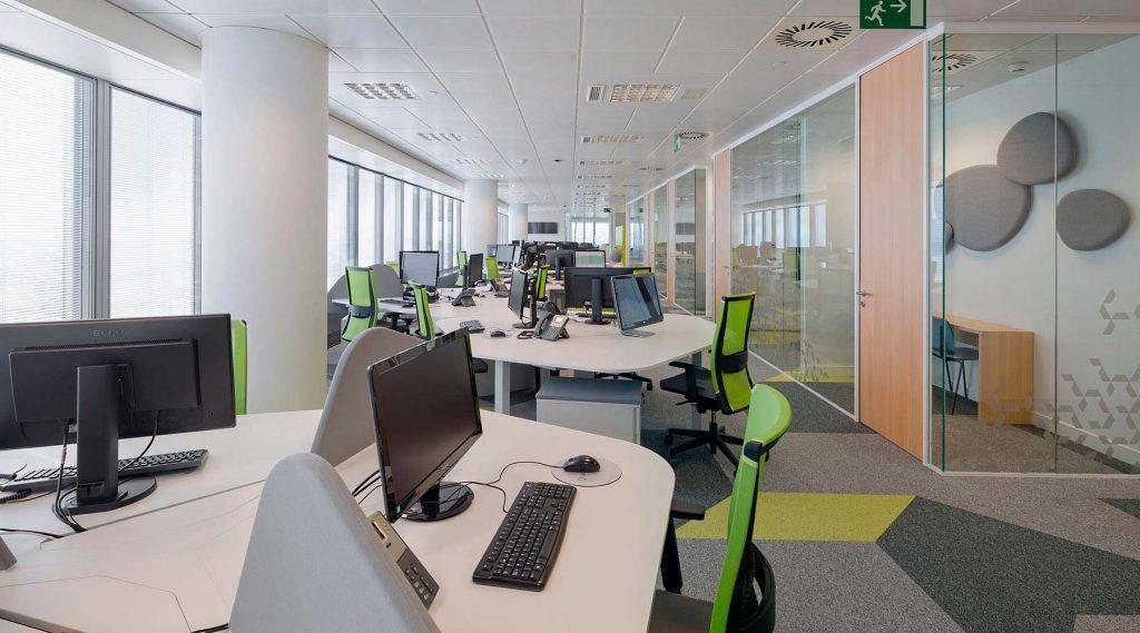 Proyecto de oficina para gesternova dynamobel for Oficinas de adeslas en madrid